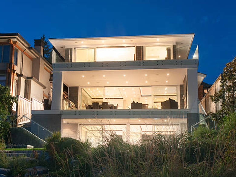 Luxury-home-in-west-vancouver